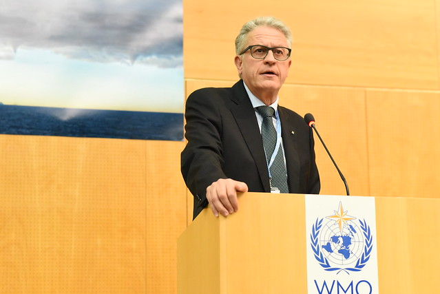 Photo of Thomas Stocker giving Lecture at WCRP JSC / WMO
